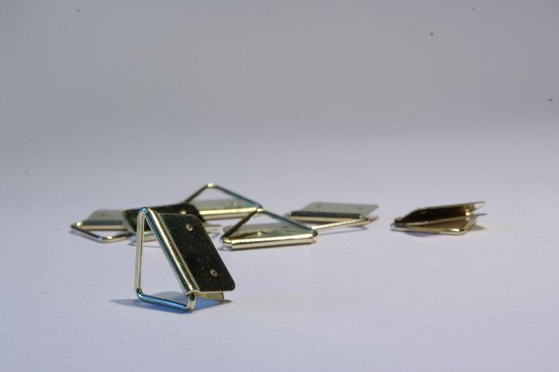 zawieszki trójkątne do tablic i ramek